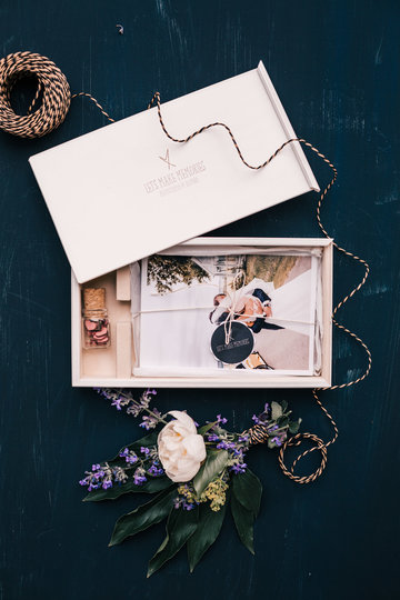 white wooden box for picures and for photographers